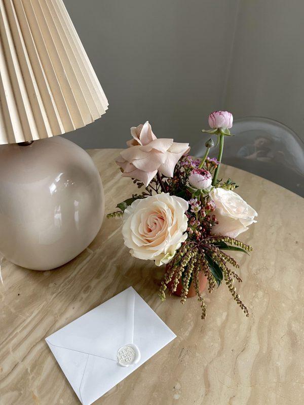 bud vase flower delivery